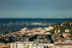 Trieste, Italie Plus de 2000 du bateau à voile en Mer Adriatique pendant la régate 2017 de Barcolana Le plus grand regata de bate Image stock