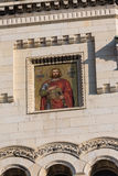 TRIESTE ITALIEN - December 19: Mosaik av St Michael på fasaden av den serbiska ortodoxa kyrkan i Trieste på Royaltyfri Foto