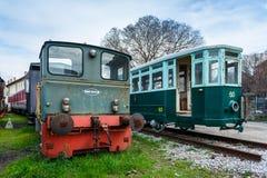 Trieste Italien: Gammal lokomotiv och spårvagn i järnvägmuseum Arkivfoton