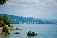 TRIESTE ITALIEN - 20 JULI, 2013: flyg- sikt från den Miramare slotten, Trieste, Italien Arkivfoto