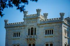 TRIESTE ITALIEN - 20 JULI, 2013: Miramare slott, Trieste, Italien Arkivbild