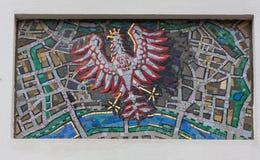 TRIESTE ITALIEN - Juli 22: Mosaik av St Michael på fasaden av den serbiska ortodoxa kyrkan i Trieste på Juli 22 Arkivfoto