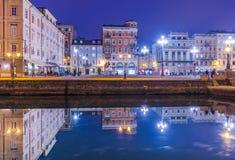 Trieste Italien: Nattsikt av Trieste Royaltyfri Bild
