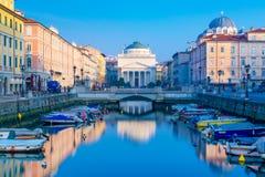 Trieste Italien: Sikt av Grand Canal i Trieste Royaltyfri Fotografi