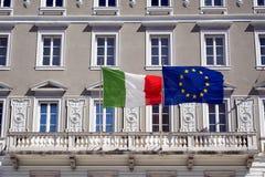trieste Italienska och eniga Europa flaggor Arkivbild