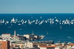 Trieste, Italy Sobre 2000 do barco de velas no mar de adriático durante a regata 2017 de Barcolana O regata o mais grande do barc Fotografia de Stock