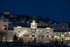 Trieste por noche imagen de archivo