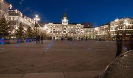 Trieste por noche foto de archivo