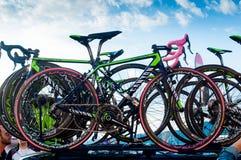 Trieste, Włochy - 30 mogą 2014: zakończenie w górę fachowego kolumbijskiego rowerzysty Nairo Quintana bycicle z tradycyjnymi menc fotografia stock