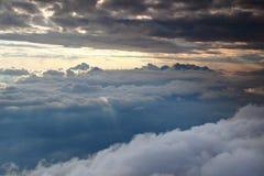 Triglav i szczerbiący śnieżni szczyty Juliańskich Alps above obłoczna pokrywa Obrazy Royalty Free