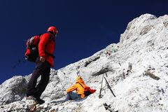TRIGLAV, le 12 août 2017 - grimpeurs sur la crête de Triglav, Slovénie, l'Europe Photos stock