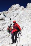 TRIGLAV, o 12 de agosto de 2017 - montanhistas no pico de Triglav, Eslovênia, Europa Fotografia de Stock Royalty Free