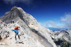 TRIGLAV, o 12 de agosto de 2017 - montanhistas no pico de Triglav, Eslovênia, Europa Imagem de Stock