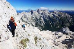 TRIGLAV, o 12 de agosto de 2017 - montanhistas no pico de Triglav, Eslovênia, Europa Imagens de Stock