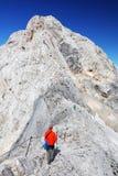 TRIGLAV, o 12 de agosto de 2017 - montanhistas no pico de Triglav, Eslovênia, Europa Fotos de Stock