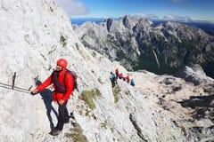 TRIGLAV, o 12 de agosto de 2017 - montanhistas no pico de Triglav, Eslovênia, Europa Foto de Stock