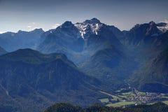 Triglav osiąga szczyt, lasy, doliny i wysokogórska wioska, Juliańscy Alps Obraz Royalty Free