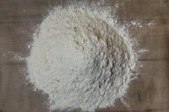 Trigo da farinha na madeira Imagem de Stock