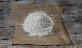 Trigo da farinha na madeira Imagens de Stock Royalty Free