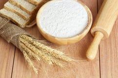 Trigo, harina de trigo y pan Imagen de archivo libre de regalías