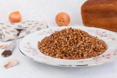 Trigo mourisco com cebola fritada Imagem de Stock Royalty Free