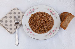 Trigo mourisco com cebola fritada Fotografia de Stock