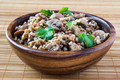 Trigo mourisco com cogumelos e parsle Imagens de Stock