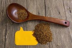 Trigo mourisco dos cereais dos produtos na colher Etiqueta vazia do texto Imagens de Stock Royalty Free