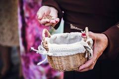 Trigo mourisco em uma cesta fotografia de stock