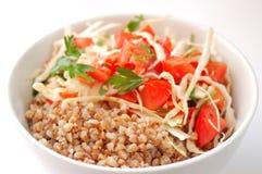 Trigo mourisco fervido com salada Imagens de Stock