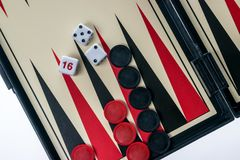 Trik-trak deska z kostka do gry i warcabami Zdjęcie Stock