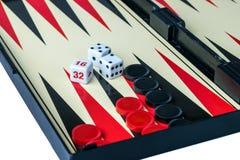 Trik-trak deska z kostka do gry i warcabami Obraz Royalty Free