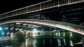 Trikala, Grecja 27 2018 Grudzie? Trikala most z ludźmi krzyżuje je na Bożenarodzeniowych wakacjach zbiory