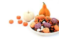 Trikowy lub funda - Halloweenowy cukierek obrazy stock