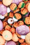 Trikowy lub funda - Halloweenowy cukierek zdjęcia royalty free