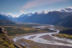 Trilha à montagem Fitz Roy Vista do rio de Las Vueltas, EL Chalt foto de stock