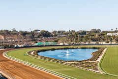 Trilha da fonte e de corrida de cavalos em Del Mar, Califórnia imagens de stock