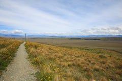 Trilha de passeio sobre o monte Fotografia de Stock Royalty Free