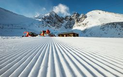 Trilha do esqui após a preparação da neve Imagem de Stock
