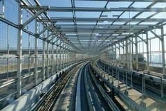Trilha do skytrain do centro do Tóquio ao distrito de Odaiba no Tóquio Imagem de Stock