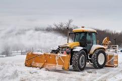 Trilha do Snowblower que limpa uma estrada Foto de Stock Royalty Free