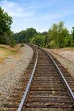 Trilha do trem em torno da curvatura imagens de stock