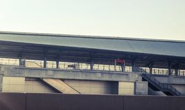 Trilha e estação modernas de alta velocidade da construção do trem para o transporte maciço Banguecoque Tailândia fotografia de stock royalty free