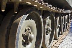 Trilha e rodas do tanque foto de stock