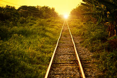 Trilha & por do sol de estrada de ferro fotos de stock