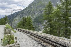 Trilha railway de cremalheira perto de Mer de Glace Fotografia de Stock