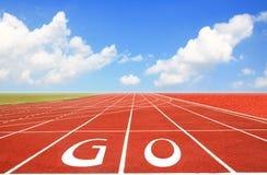 Trilha Running com as três pistas sobre o céu Fotografia de Stock