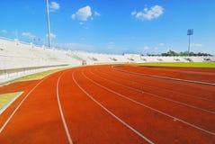 Trilha Running com nuvem do céu Fotografia de Stock Royalty Free