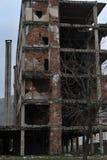 Trilhas bombardeado e da bala em fachadas das construções, guerra de Bósnia, ` 13 de fevereiro Fotos de Stock