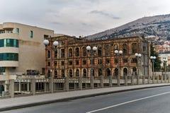 Trilhas bombardeado e da bala em fachadas das construções, guerra de Bósnia, ` 13 de fevereiro Imagens de Stock